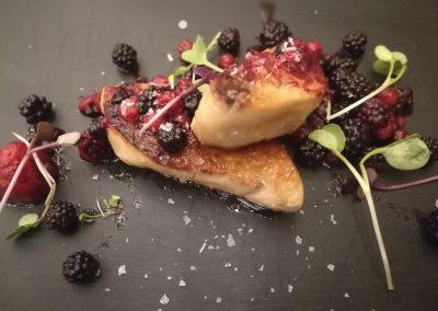 Foie con salteado de frutos rojos con un toque de vinagre de frambuesa