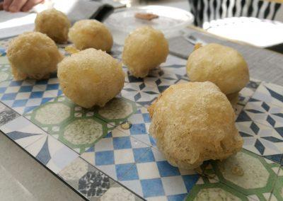 Buñuelos de queso Idiazábal ahumado crujientes y cremosos